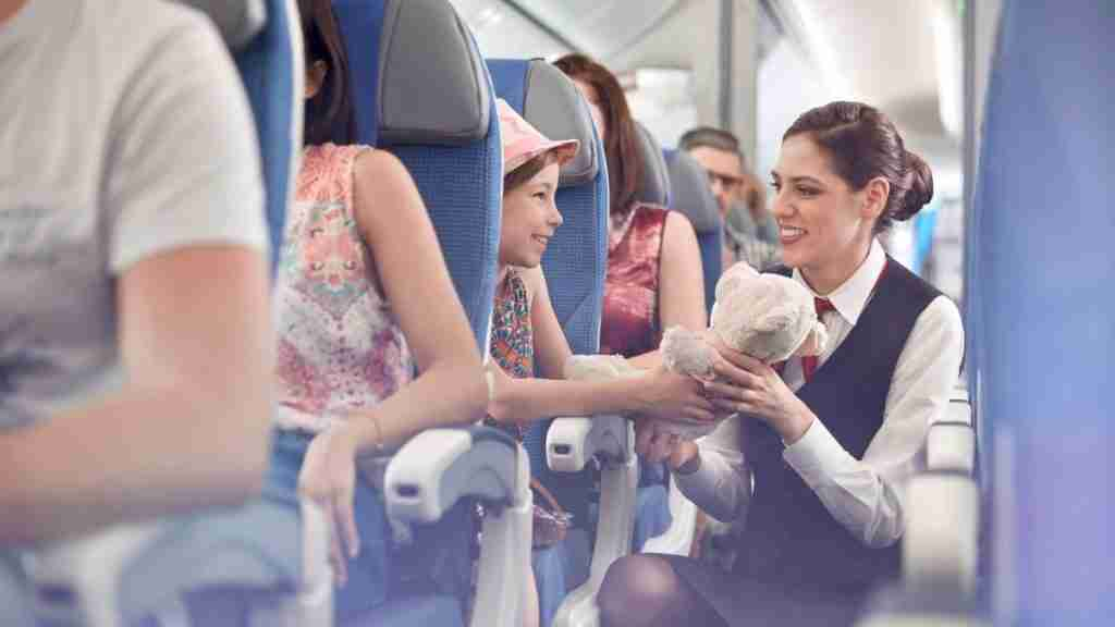 How much do flight attendants make at major airlines