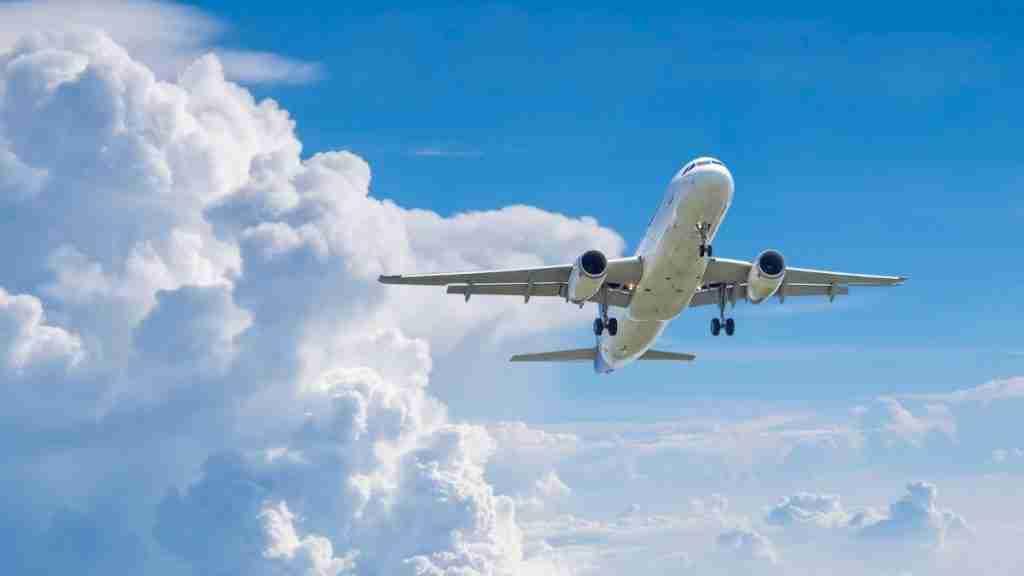 How much money do flight attendants make an hour?